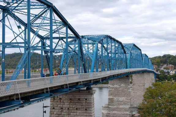 Walnut-Street-Bridge-1-dca9544c5056b36_dca955a0-5056-b365-abd171ab0a0bc8b1